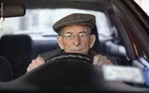 Los adultos mayores son los más prudentes al conducir